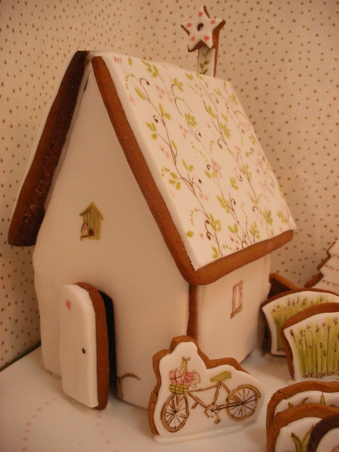 Eco -Chic Gingerbread House