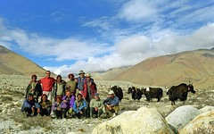 The group (reurinkjan) Tags: 2002 tibet tingri jomolangma janreurink rongphuchu chooyu8201m yakdrivers བོད། བོད་ལྗོངས།