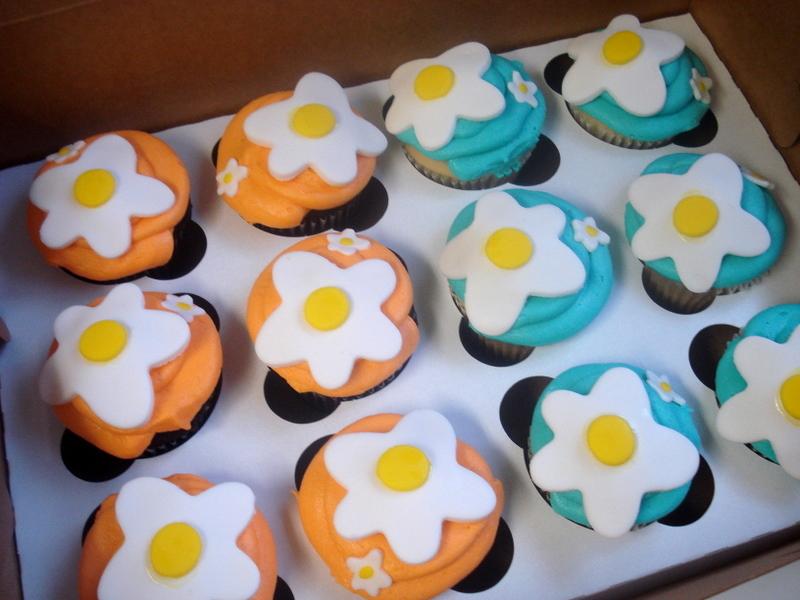 70s-themed cupcakes--GROOVY