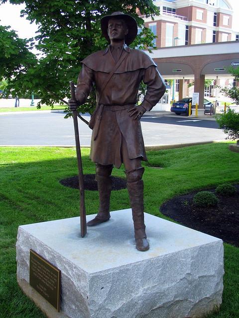 Clarksville: John Montgomery statue