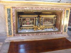 Santos Silvio y Ninfa, mártires (abarrero2000) Tags: roma church saint shrine holy martyr catacombs santo relics catacumbas reliquien arca schrein reliquary urna heilige martire reliquias mártir reliques châsse relicario sagostinoincampomarzio katakombenheilige katacombheiliger