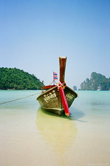 Paradise found, Thailand (Simon Purdy) Tags: ocean reflection art beach water beauty thailand island coast boat asia southeastasia paradise ship postcard ko thai tropical longboat coastline orient koh andamansea shallows lptransportation discoveryphotos