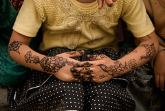 Henna - one part of yemeni culture (Znapshot.) Tags: boy woman yemen sanaa aden jemen taizz michaelatischer wwwmarcobecherde znapshot marcobechher