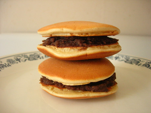 Childhood memory: dorayaki with homemade sweetened adzuki bean paste 紅豆沙銅鑼燒
