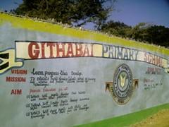 Det farverige indgangsparti til Githabai Primary School