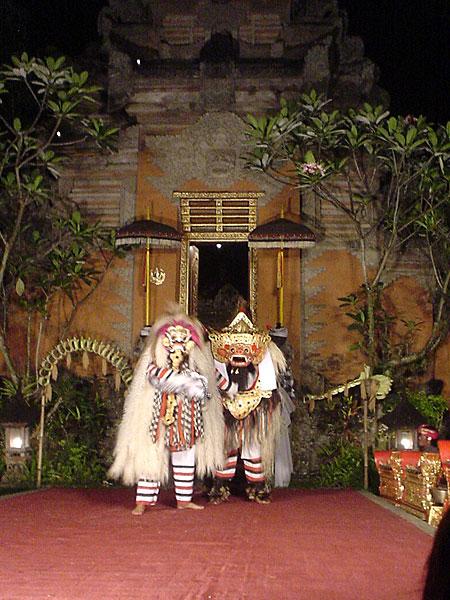 ウブド王宮で伝統舞踊