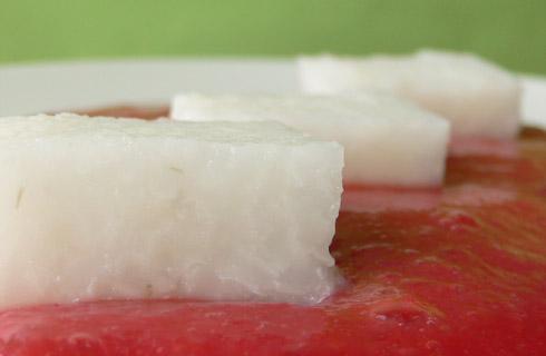 Reiswürfel auf Pflaumenmus