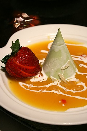 Avocado pudding with mango sauce