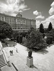 Palacio Real desde los Jardines de Sabatini (Madrid) (Soler Paco) Tags: madrid tokina1224 bn