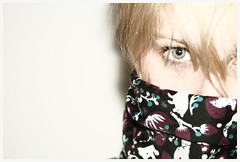 blueberry fights (der bobbel) Tags: woman white sexy eye girl look scarf blond blonde masked frau auge mdchen gance halstuch schal