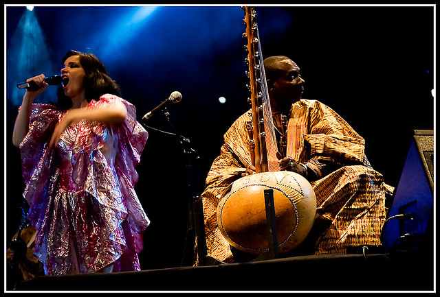 Bjork and Toumani Diabate in Zaragoza by cesar pardo