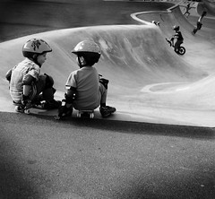 back in the days (Der Toco) Tags: bw boys pool childhood germany children deutschland gallery child arty skateboarding spirit skating young bowl galerie skatepark 200 skate skater 100 50 skateboards 2008 jungs youngboys badenwürttemberg tuttlingen schwarzweis heavenisahalfpipe geo:tool=gmif medejavecu whenigrowuptherewillbetheday meinskateboardistwichtigeralsdeutschland geo:lat=47985297 geo:lon=8808492 skateparktuttlingen dasbildsiehtbesserausdankmedejavecu eineartparty