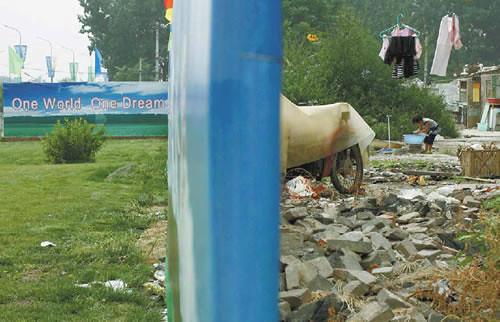 你拍攝的 the-truth-of-the-beijing-olympics-concealed-on-wall。