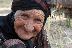 Love you Bibi (HORIZON) Tags: old portrait woman smile face smiling portraits workers women photographer faces iran labor horizon persia portraiture worker iranian bibi sort soe bam sorting granma peoplepix labors 40d canoneos40d oersian iranianworkers canon24105mmf4lisusmlens focallenght105 exposuretime160 kermanprovince fnumber8 bibigranma peoplefromsouth bamcity azizabadvillage datepalmorchard sortingdates
