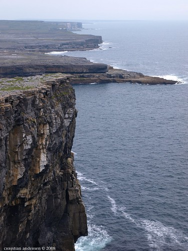 ...the cliffs by Dun Aengus - looking south... -  looking down ... -  (had to cross a few personal borders here)  no railing, 100 meters to the Atlantic :/ ... such a sight that I at times forgot where I was ...