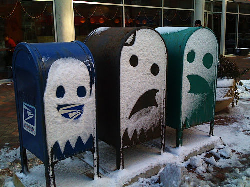 snow-mailboxes