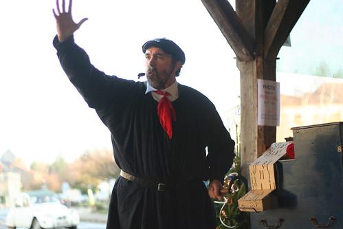 Orgue de barbarie et chanson, au marche de Noel de Charroux
