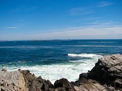 Deep blue sea (Andre Sa) Tags: ocean park trip sea usa lighthouse mar rocks waves maine atlantic eua viagem 2008 pedras ondas oceano capeelizabeth fortwilliams atlntico