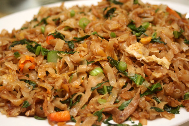 Fried kway teow with chye poh 菜脯炒粿条