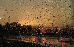 noche de lluvia.... :-( (joxe@n) Tags: travel las wedding party españa color azul del de noche la lluvia spain nikon y carretera tokina1224 colores cielo semaforo tormenta alava famili vitoriagasteiz euzkadi nikond40x lucescalle aybalaostia ringexcellence joxen