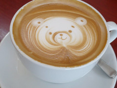 Cafe especial (2) (super_ziper) Tags: bear bunny art coffee japan design diy leaf cafe heart handmade crafts craft drawings super latte folha coffe coelho coracao latteart capucino cofee urso capuccino japao ziper capucinno caferosso superziper