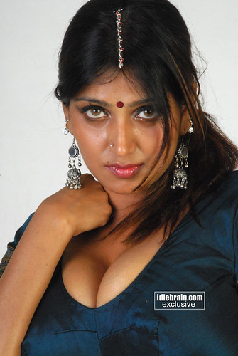 Bhuvaneswari photo