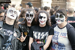 KISS Fans in Verona (Andrea // AT Graphics!) Tags: party people metal canon fun fan concert kiss photos f14 gig crowd sigma arena event verona legends masked genesimmons deuce rockandroll paulstanley 30mm strutter detroitrockcity eos400d canoniani atgraphics andreatallone 13maggio2008