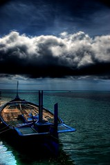handheld, excuse the unalignment. (notsogoodphotography) Tags: sea sky clouds asia handheld maldives hdr saarc 3exposure