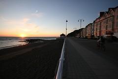 Prom, Aberystwyth (geraintwn) Tags: sunset beach bike wales cymru aberystwyth prom promenade ceredigion wfc traeth machlud sigma1020mm blueribbonwinner beic canon400d platinumphoto anawesomeshot