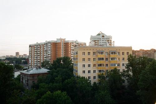Вид из окна дома справа ©  genue.luben
