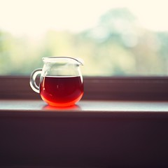 Red Dot (Inside_man) Tags: stilllife 120 6x6 mamiya tlr c220 film window colors mediumformat colorful tea drink bokeh squareformat teapot reddot blacktea portravc