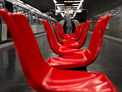 Red chairs (Alex Fonda) Tags: red paris france station underground french rouge noir chairs mtro 8 crteil symmetry bin maison et blanc rame ligne symmetrie seet alfort siges platinumphoto flickraward