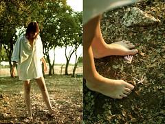Diptico Sara (RolanGonzalez) Tags: chica pies campo peliroja diptico