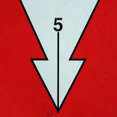 5 (Leo Reynolds) Tags: canon eos iso100 5 five 300mm number arrow f56 onedigit number5 0ev 40d hpexif 0011sec grouparrows grouponedigit numberblack fvie xsquarex xleol30x xratio1x1x xxx2008xxx