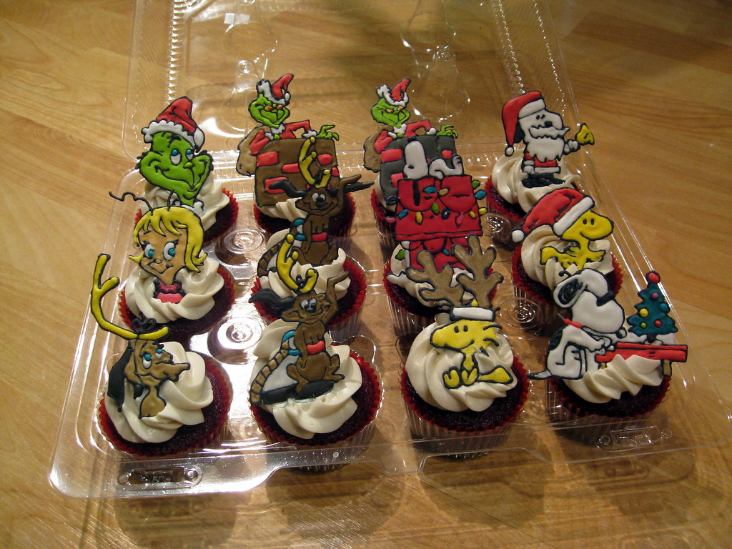 Christmas Cupcakes - Peanuts Snoopy, Woodstock, Grinch