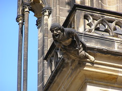 Gargulec (magro_kr) Tags: sculpture church prague cathedral gothic praha praga gargoyle czechrepublic katedra kosciol koci rzeba gotyk czechy rzygacz rzezba gargulec eskrebublika