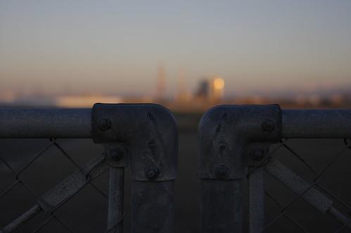 フェンス越しの光景