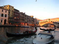 Ponte Rialto in the background (Ms Yosita) Tags: venice winter sunset italy holiday rialtobridge rialto 2007 ponterialto watervenice sunsetinvenice