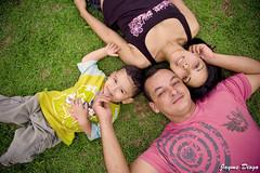 viver, amor e felicidade (Jayme Diogo) Tags: familia pessoas nikon amor grama jayme paixao d40 diooh