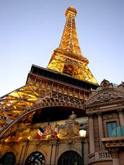 Las Vegas Eiffel Tower at dusk