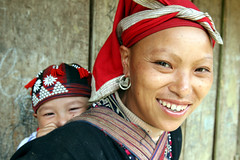 Red Dzao  smile  Taphin Sapa (Jules1405) Tags: world travel red portrait people baby smile face asian rouge asia vietnamese north mother tribal vietnam viet asie ethnic minority ta nord sapa dzao nam phin hilltribe asiatique montagnard reflectionsoflife taphin vietnamien lovelyphoto jules1405 unseenasia