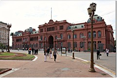Casa Rosada - Buenos Aires, Argentina (Francisco Aragão) Tags: plaza sky people urban building monument latinamerica southamerica argentina horizontal arquitetura architecture clouds facade buildings cores artwork pessoas buenosaires day colours photographer cloudy monumento postcard capital palace dia tourist céu structure architectural urbana praça nublado piazza fotografia fachada plazademayo oldbuilding fotógrafo casarosada pinkhouse icone prédios palácio turistas arcos lustres américadosul luminárias thepinkhouse cartãopostal pontoturistico prédioantigo atraçãoturistica canoneos5dmarkii franciscoaragão thecasarosada destinodeviagem capitalinternacional nationalhistoricmonumentforargentina