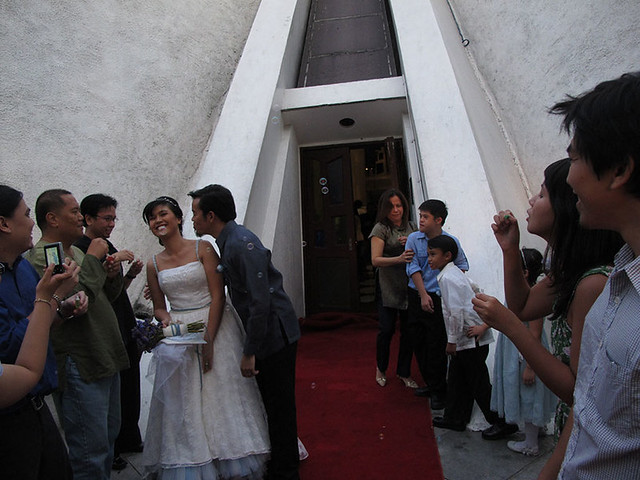 manix-melay wedding-aisle kiss
