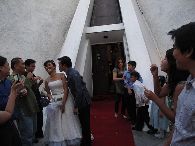 manix-melay wedding-aisle kiss