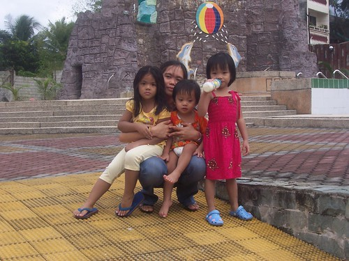 Maia, Tita Inday, RJ and Hope
