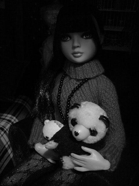 CharlIE :)) dans un beau pull rouge tricoté par Nadine :) Page 2 et 3 :) 2375225980_d3d7933ba7_o