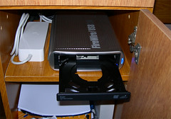 Macally/Samsung external DVDRW (alvaromarichal) Tags: mac escritorio
