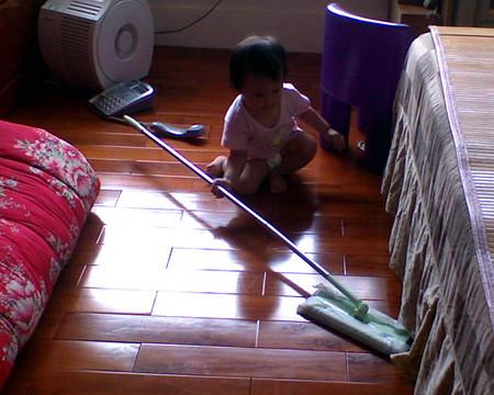 小茉莉掃地