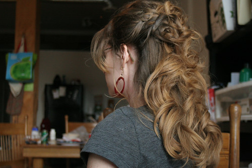 gorgeous long wavy hair bridal hairstyle. Posted by Kells at 6:28 PM