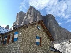 rifugio mulaz (tremendo2008) Tags: montagne pale vette dolomiti cime passi albe rifugi bureloni